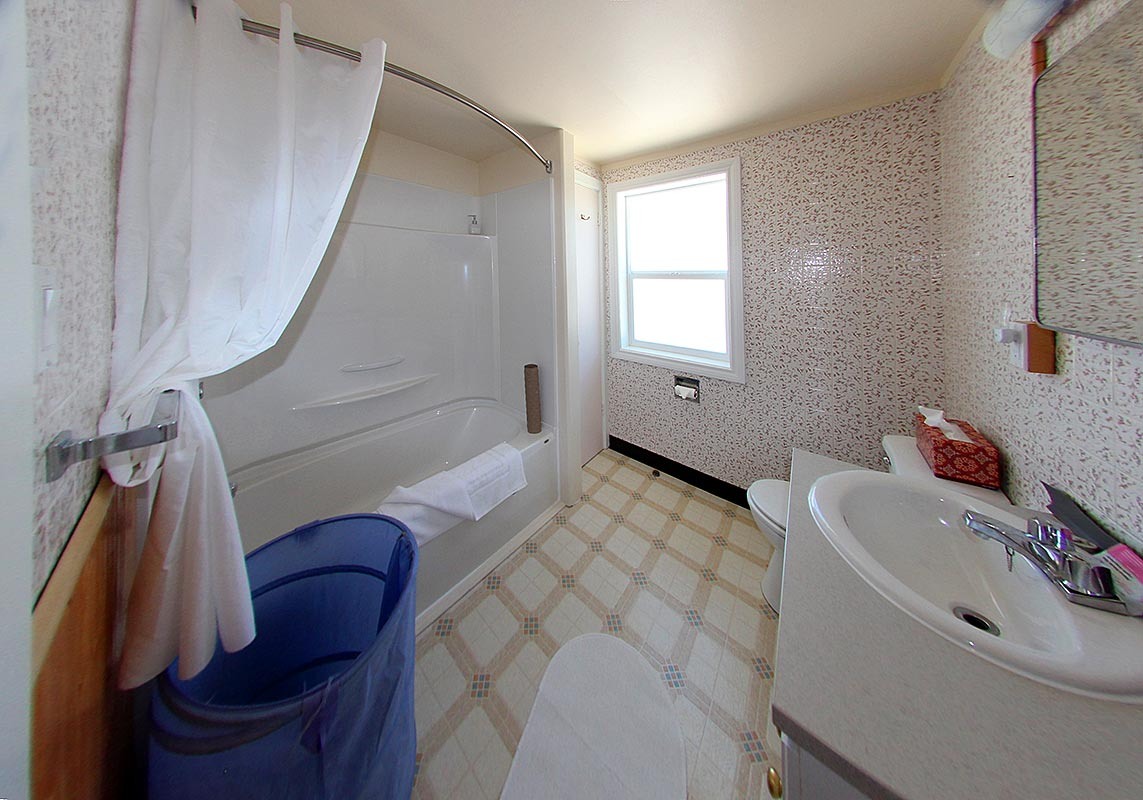 janor-guest-house-bath