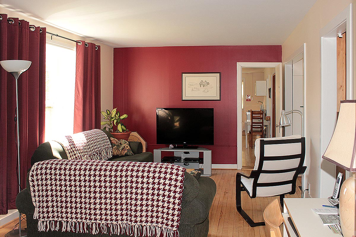 janor-guest-house-living-room