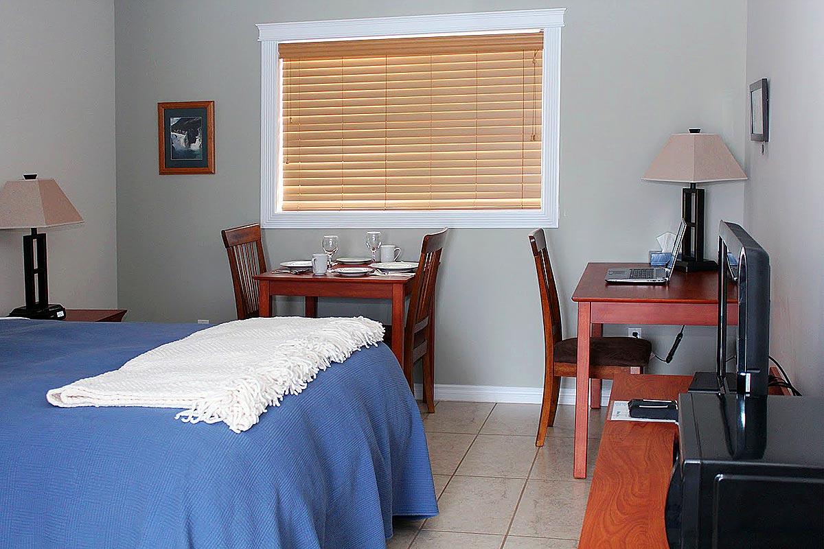 willows-inn-bedroom-2