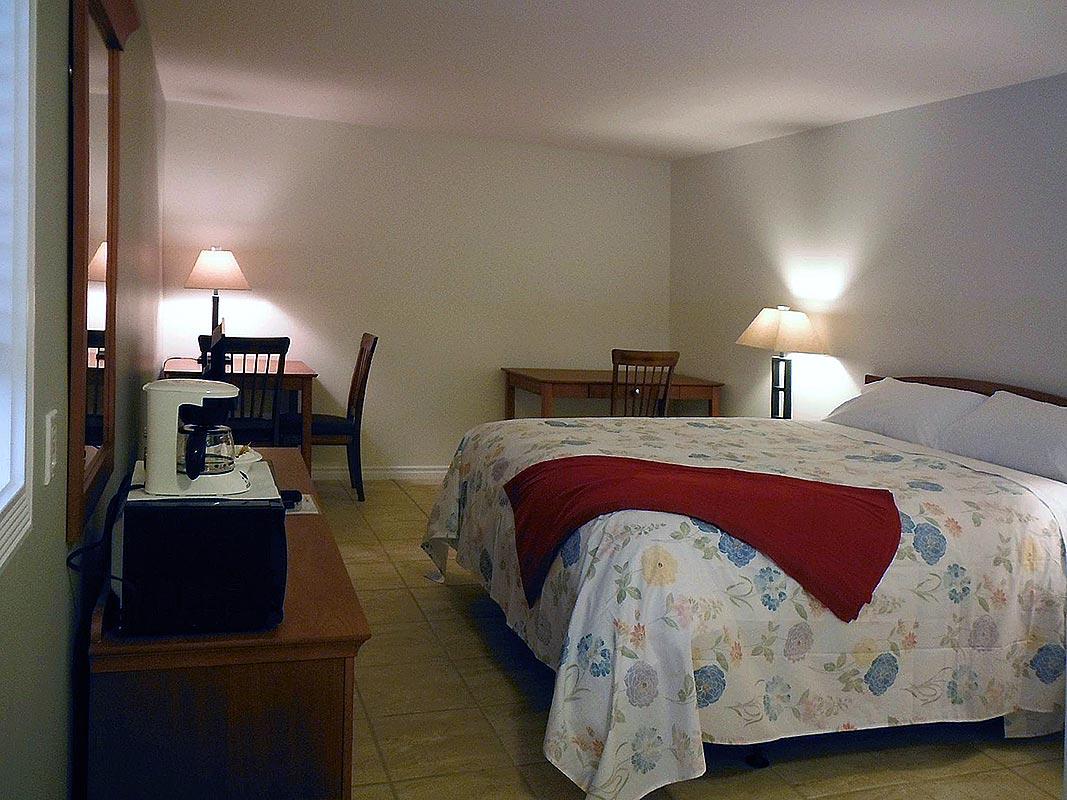 willows-inn-bedroom