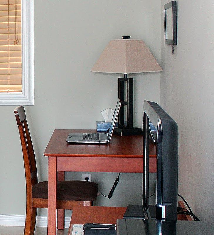 willows-inn-working-office